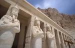 Колоссы на третьей террасе храма Хатшепсут